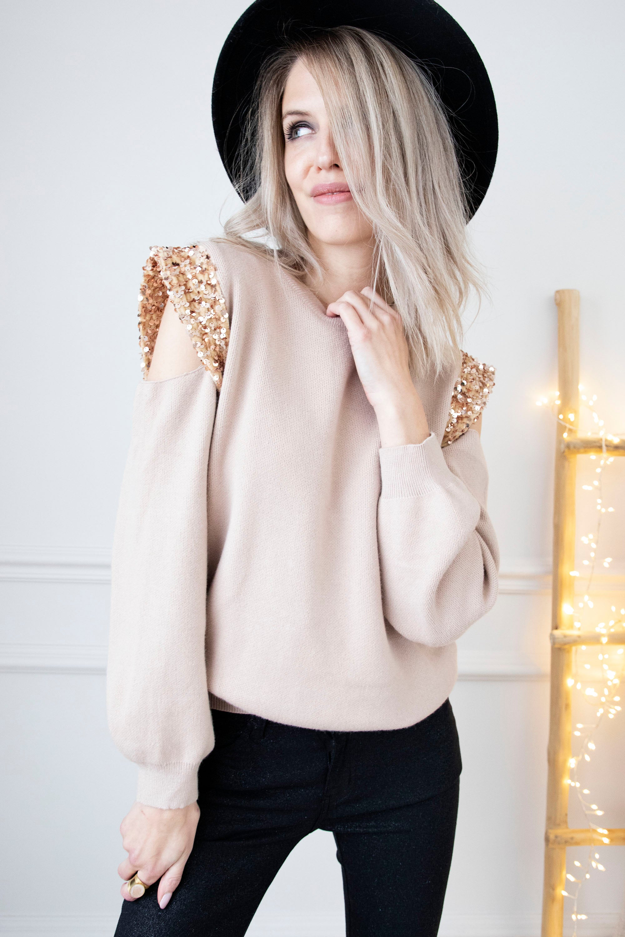 Show Them Shoulders Beige - Trui