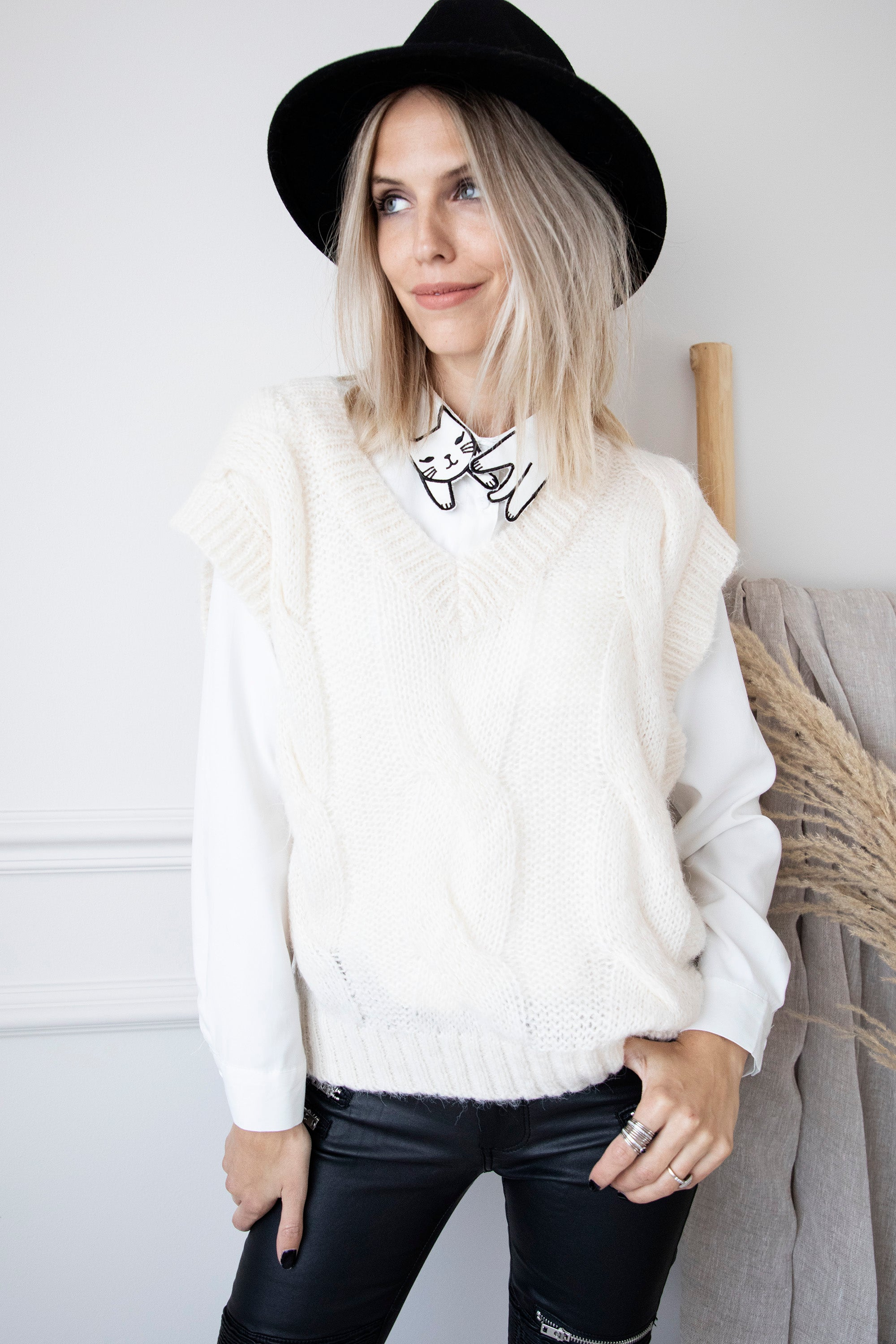 Cat Collar White - Blouse