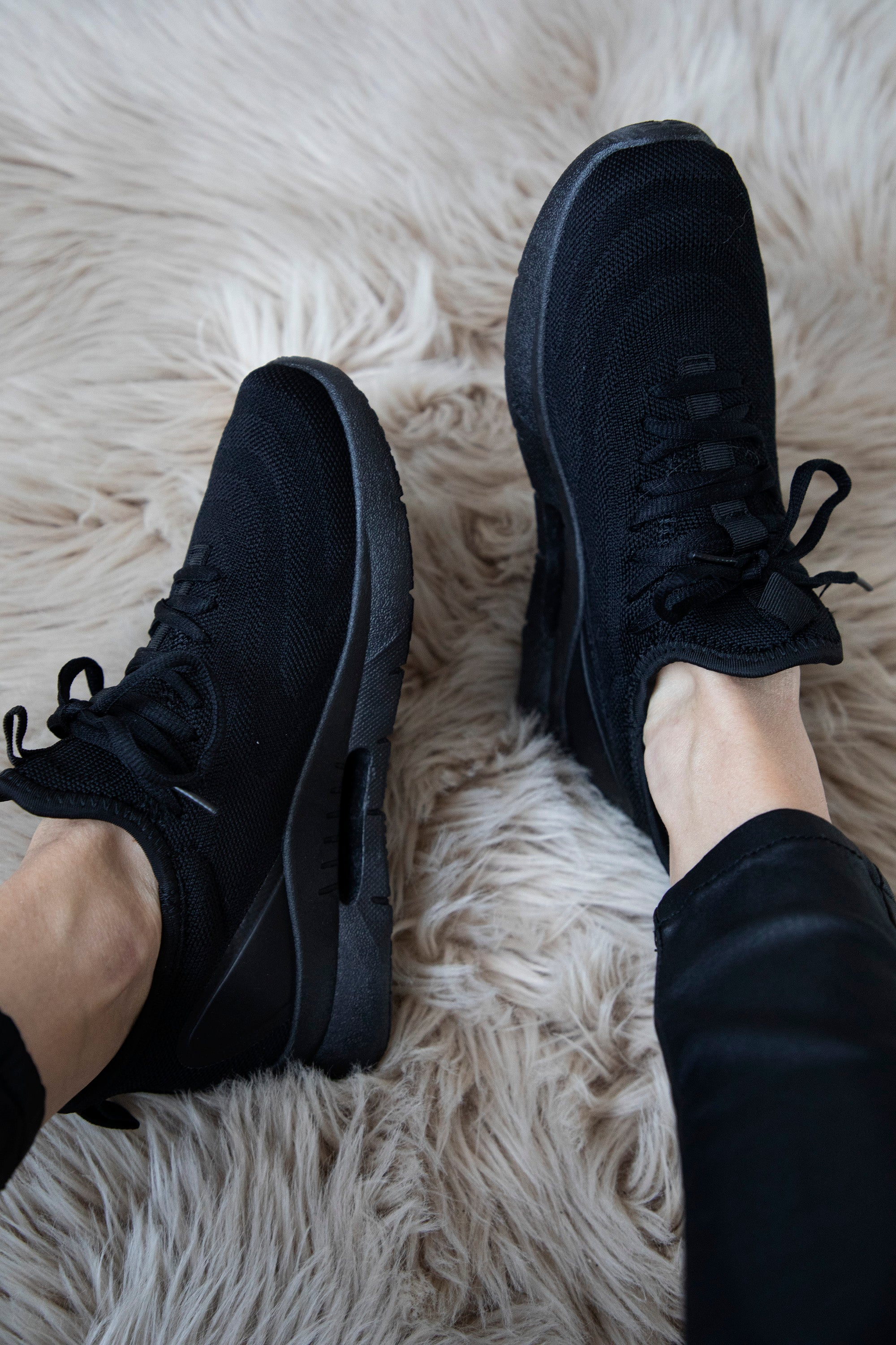 For A Comfy Walk Black - Sneakers