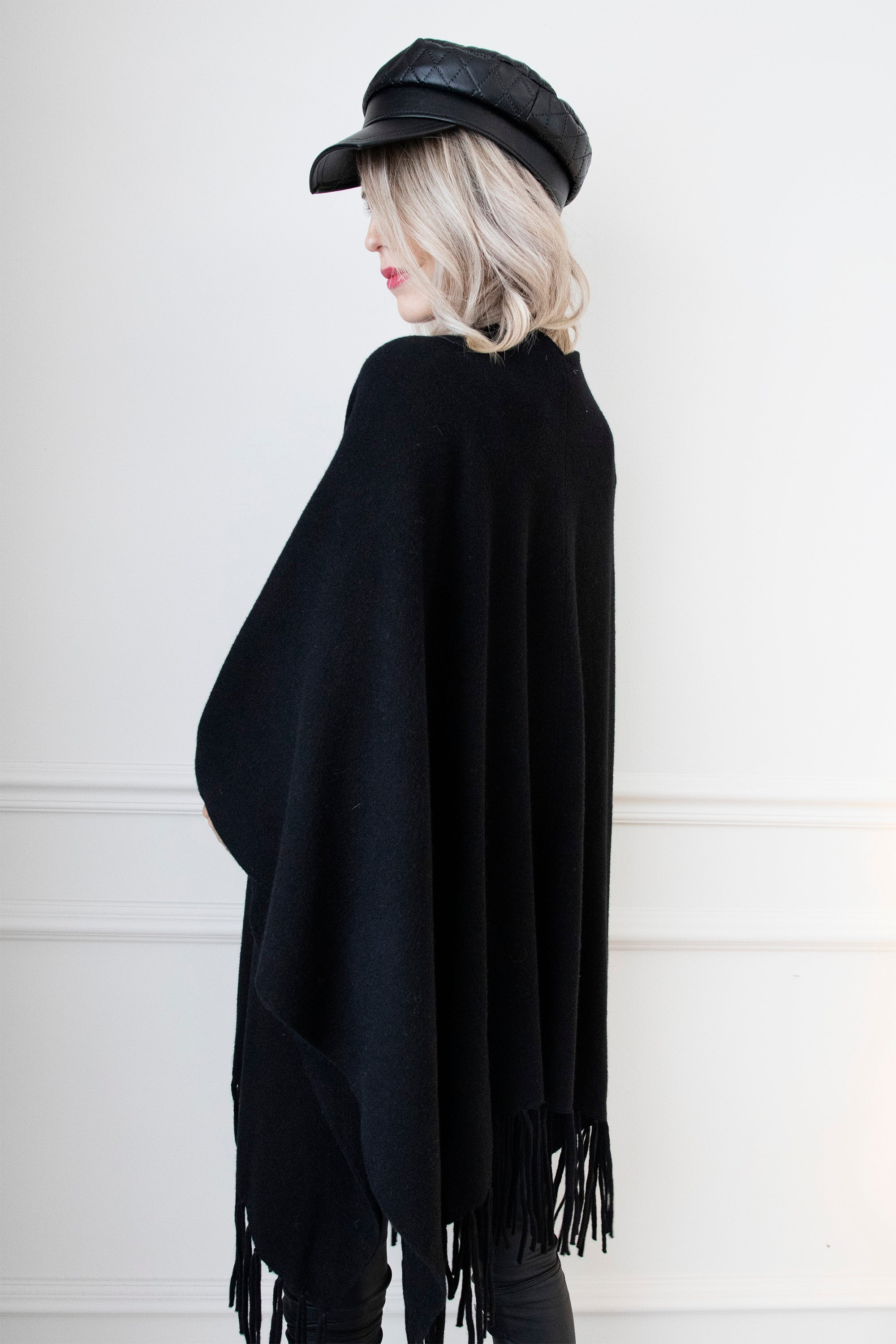 The Warm-Up Black - Poncho