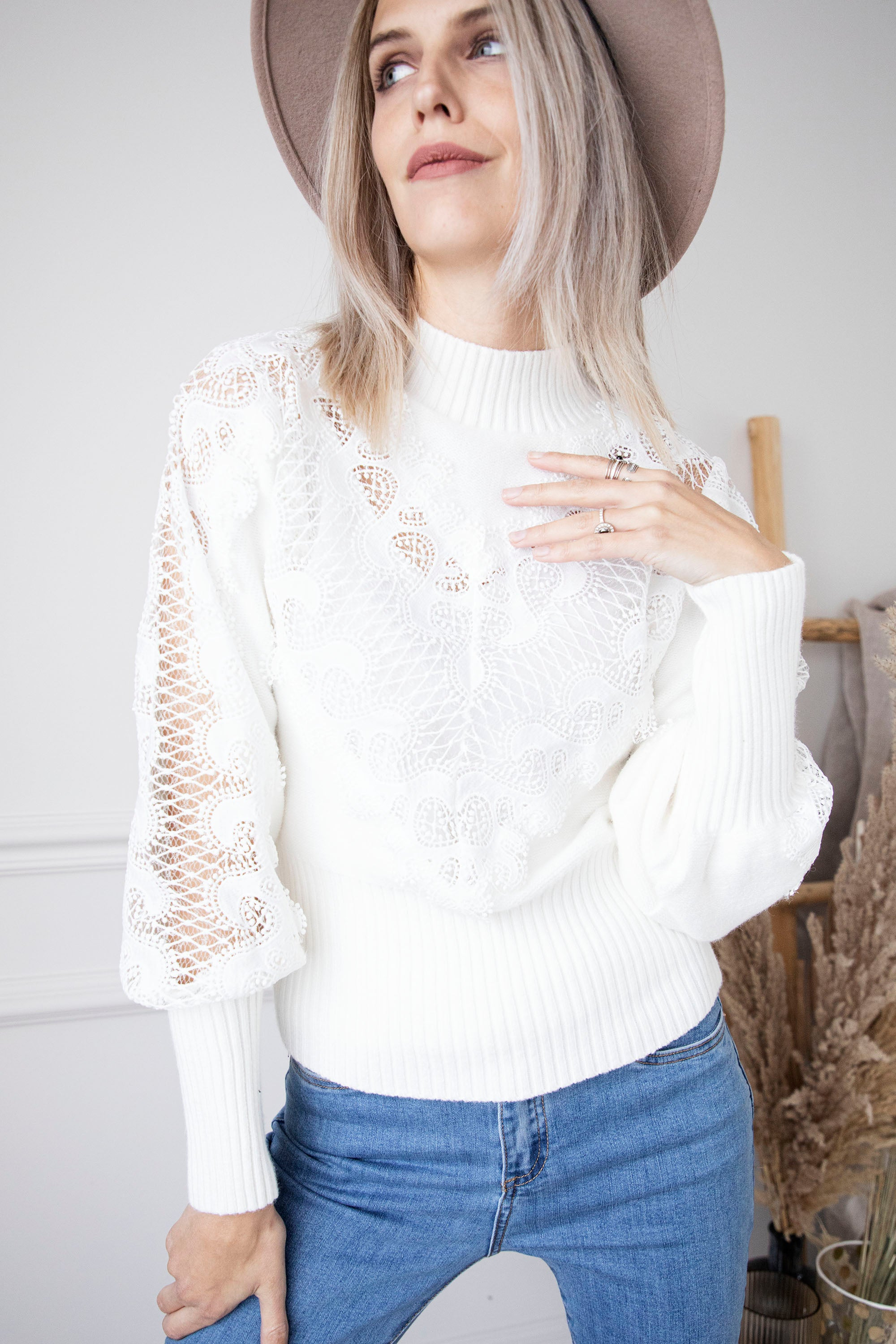 Lace On Cold Days White - Trui