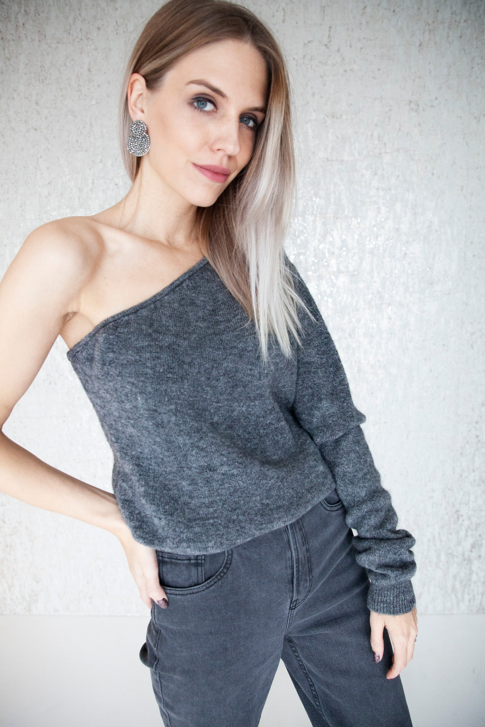 Off My Shoulder Dark Grey - Sweater