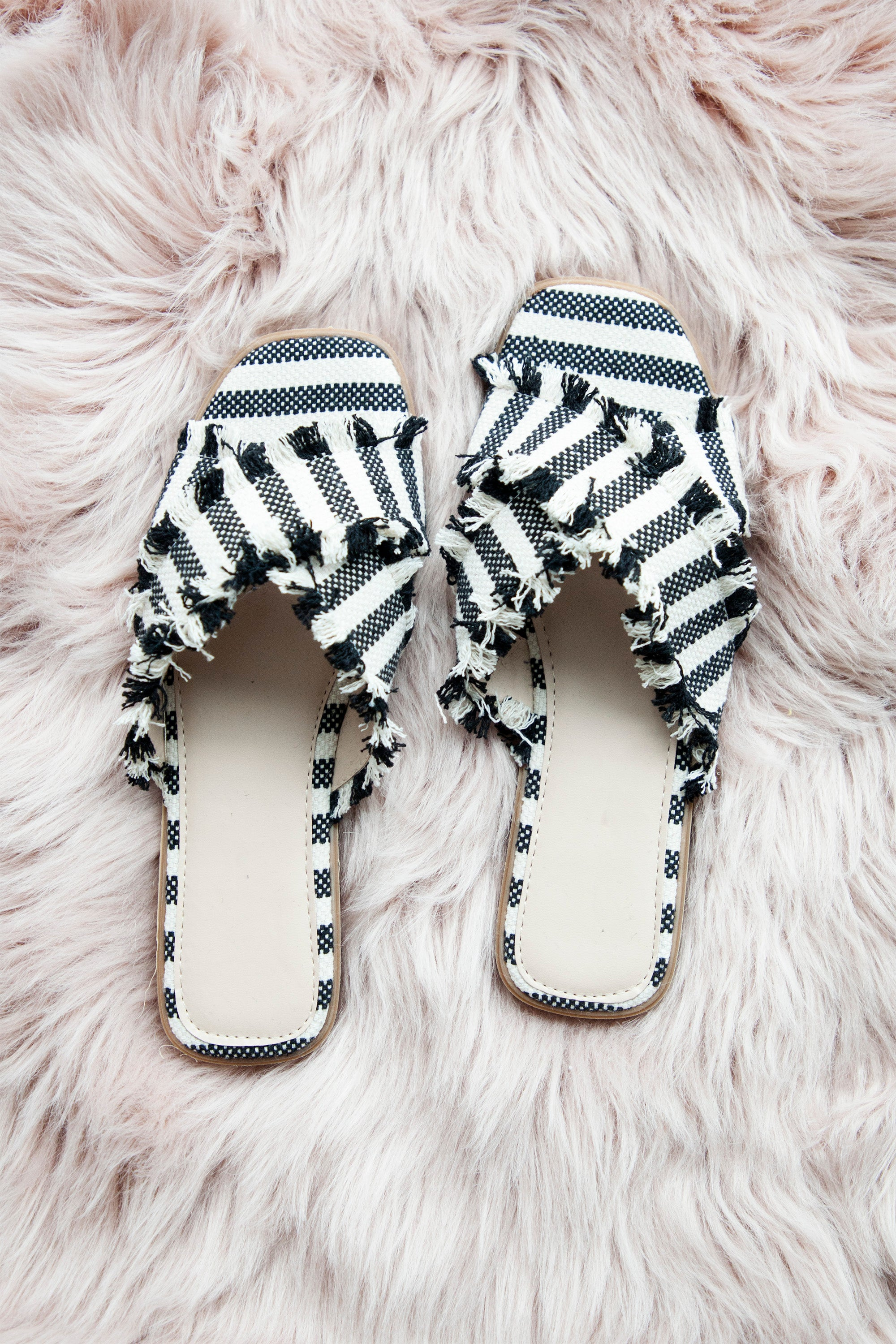 Footprint Black/Cream - Slippers