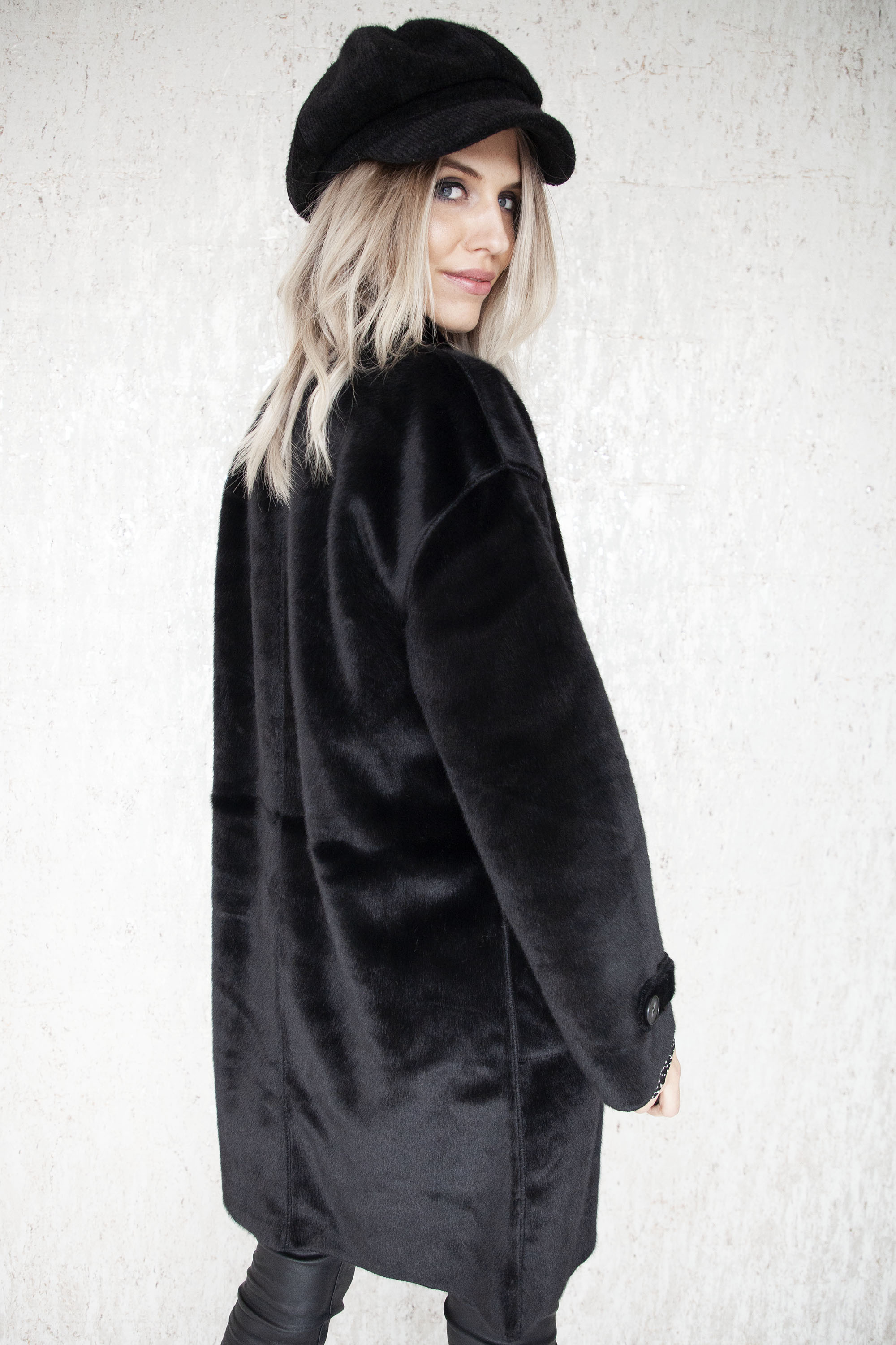 Faux Fur Duffle Black - Mantel