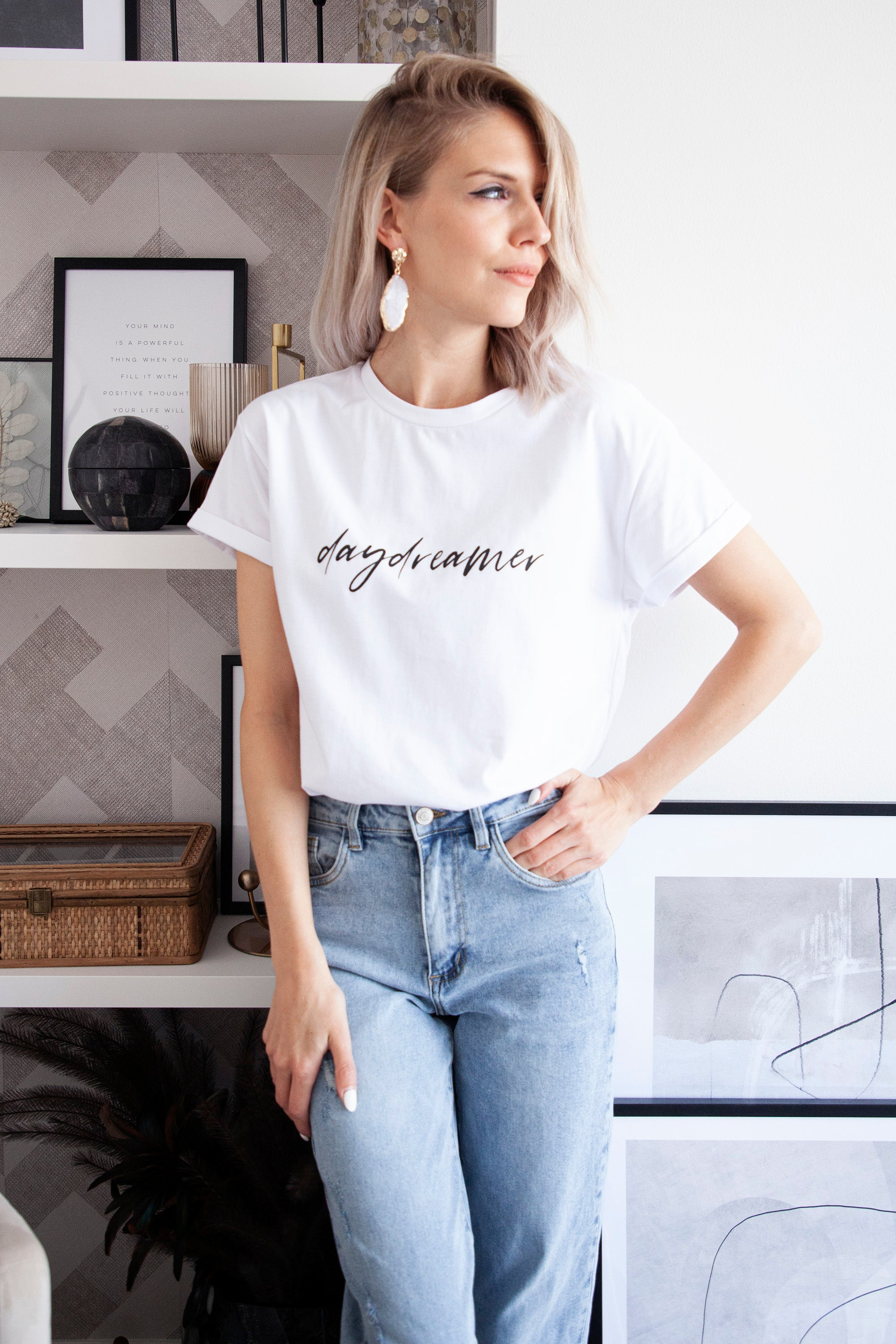 Dreamy LILY in White/Black - T-shirt
