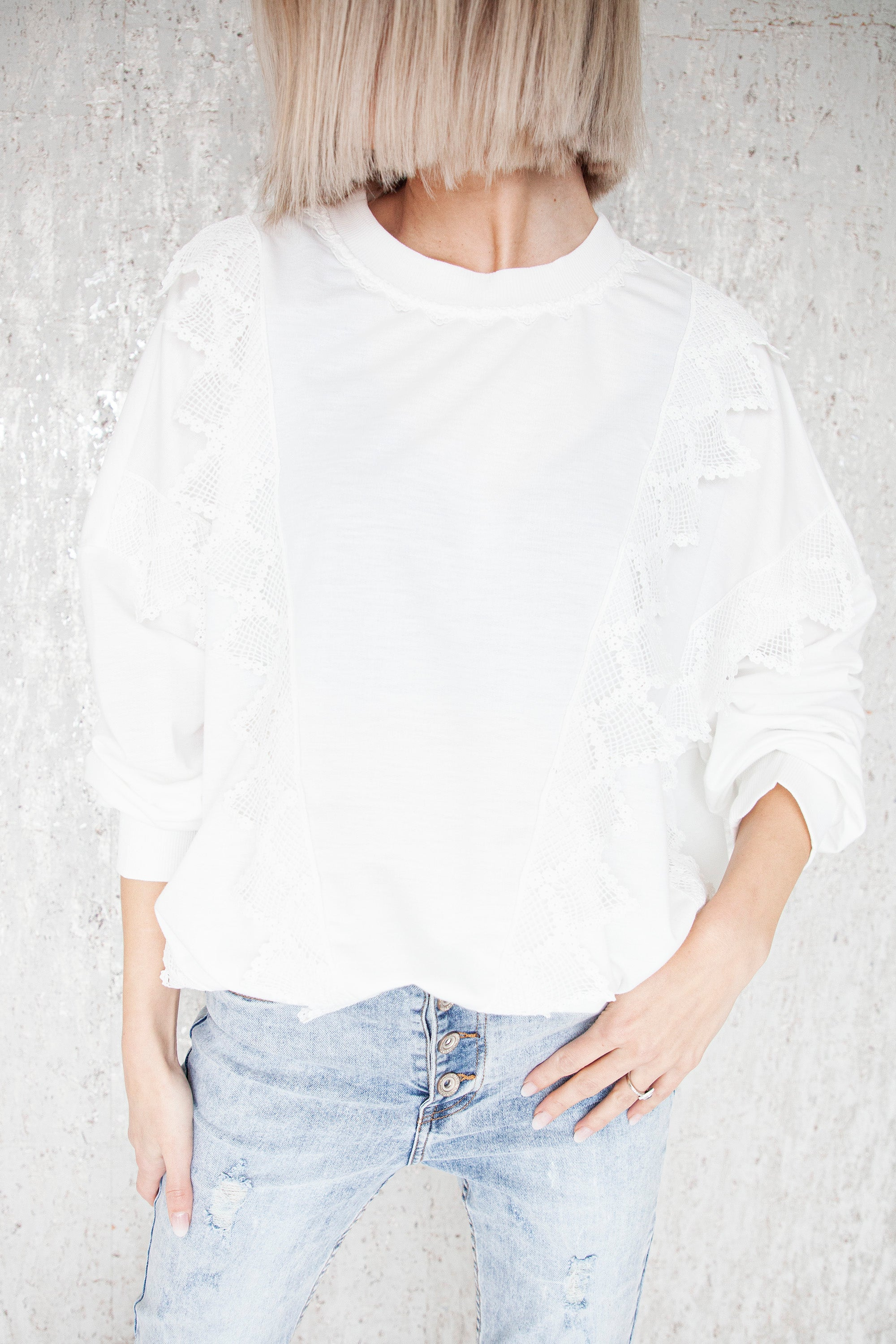 Lace-Up Beauty White - Sweater