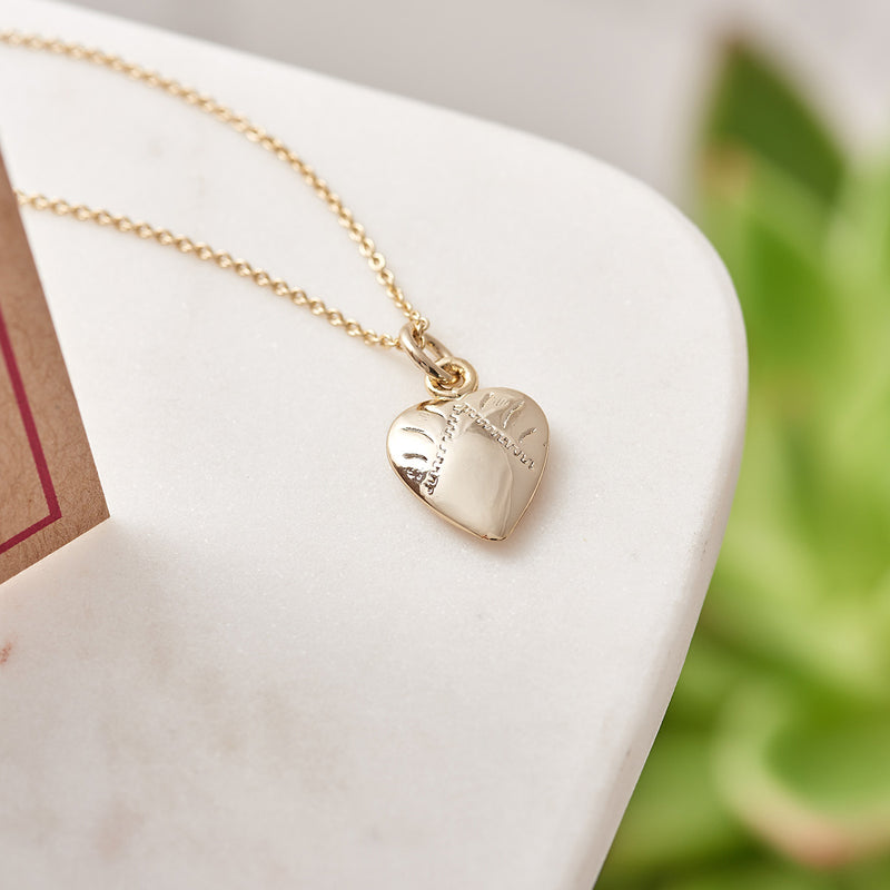 Picture of 18 Gold Plated Heart Charm Necklace with Card