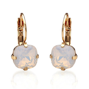 Vintage style short drop white crystal earrings. These beautiful earrings in cushion cut style makes them ideal for any occasion and outfit