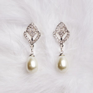 Pearl Drop Earring with Diamante