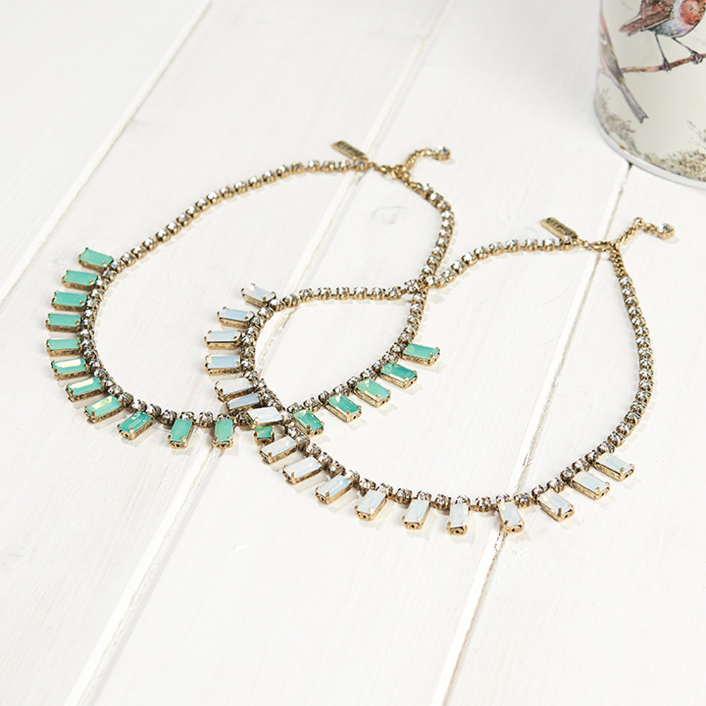Picture of 1950s style milk stone necklace in light green and white colour. More colours available in 1950s vintage style jewellery