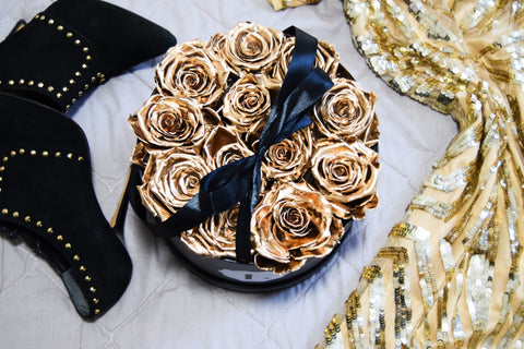 gold-roses-in-a-black-box-long-lasting-roses-uk-gold-one-year-roses-uk