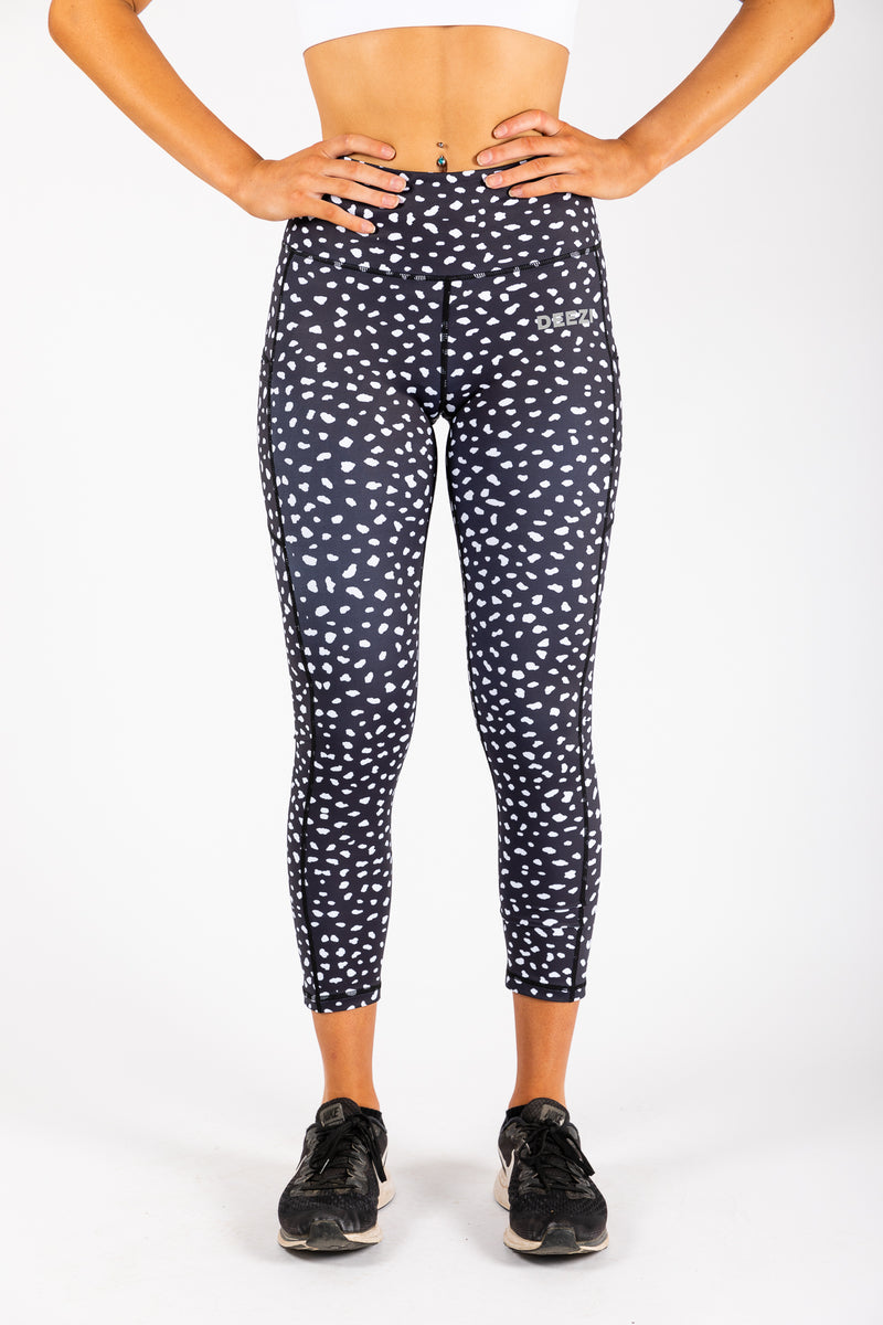 Spotty leggings with pockets front