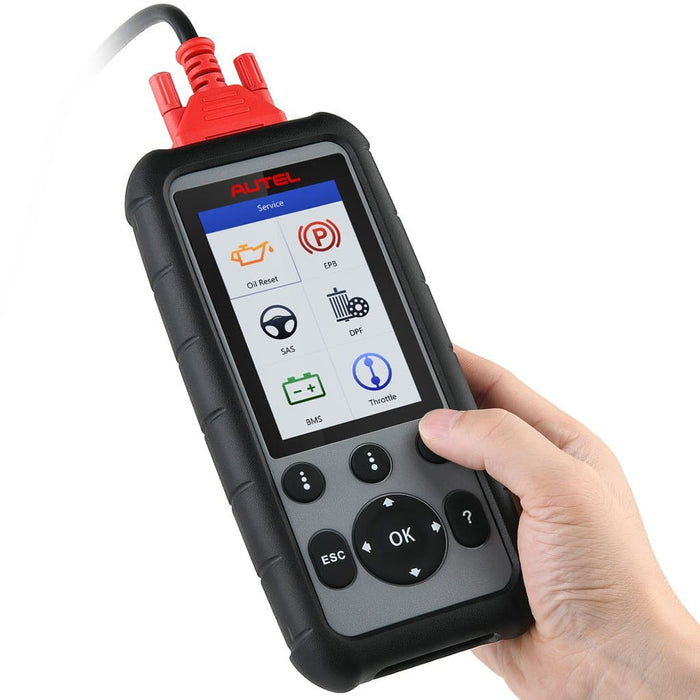 autel md806 scanner in hand