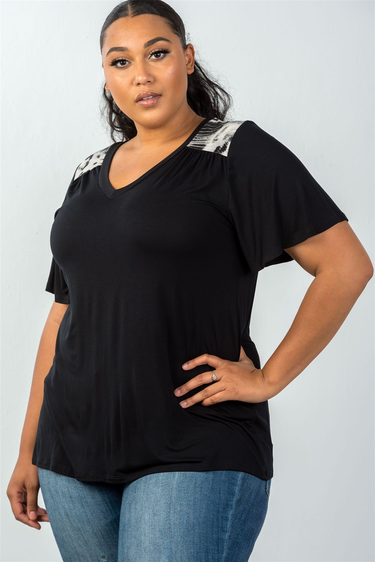 Ladies fashion plus size relax fit  v-neck short-sleeve top