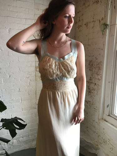 Vintage 1940's Ivory Lace Nightie with Tie-Back