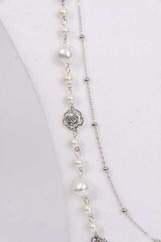 products/pearl_and_roses_silver_close_up.jpg