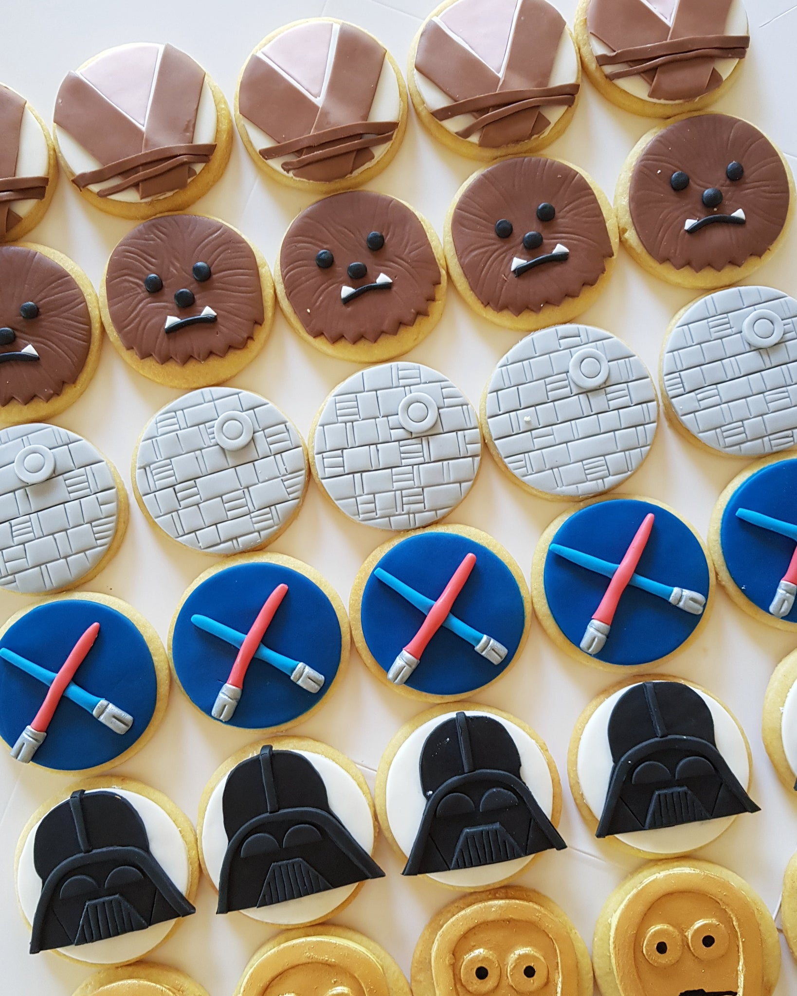 60 detailed fondant cookies