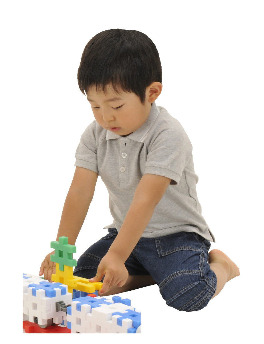 Child playing with Gakken blocks