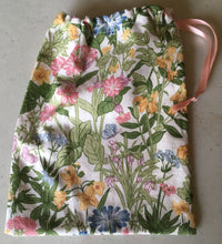 Load image into Gallery viewer, Drawstring Bag - vintage floral fabric