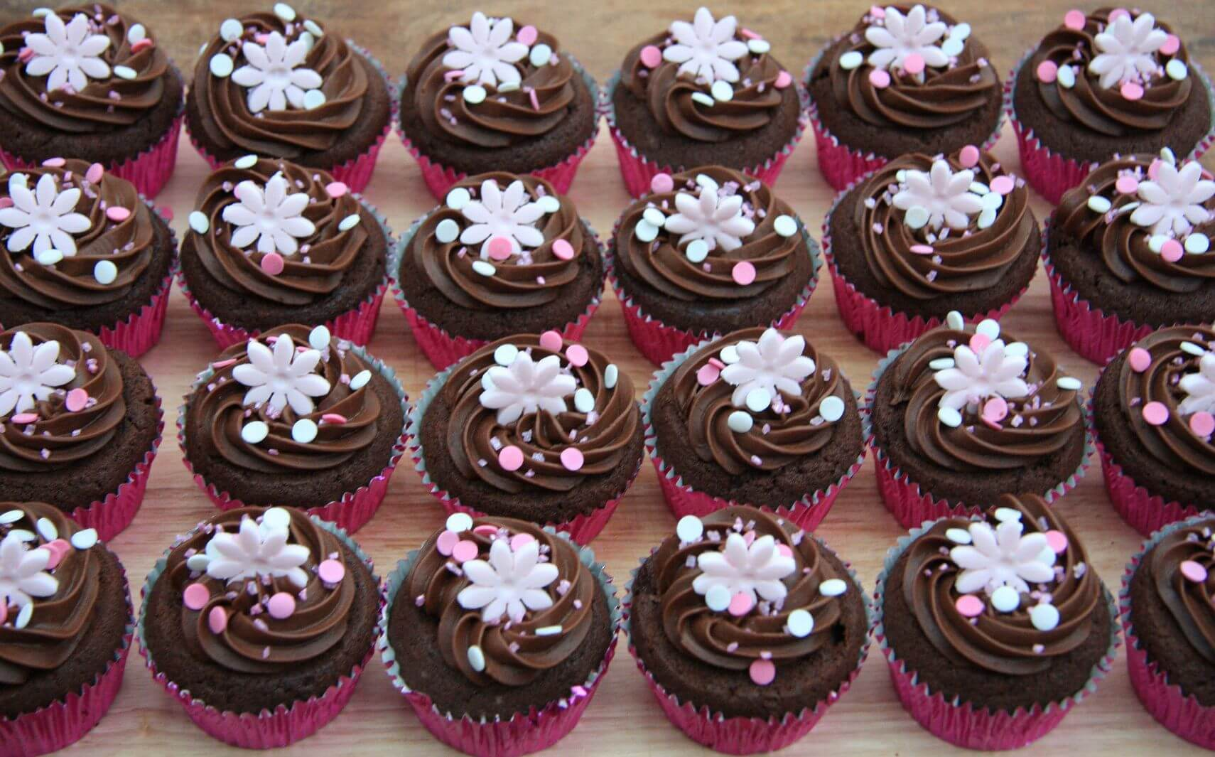 24 Piece Flower Design Chocolate Cup Cakes