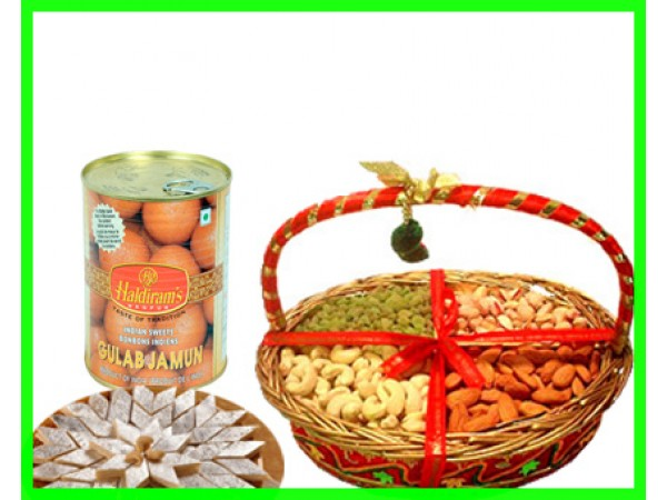 Rich Combo Of Dry fruits and Sweets  - Expressluv.in