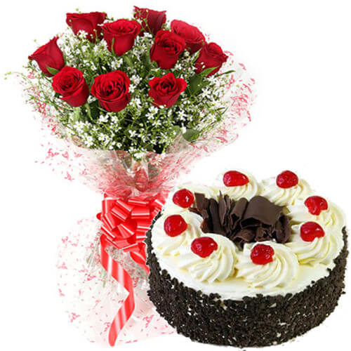 Red Roses bunch with Black Forest Cake  - Expressluv.in