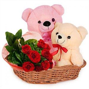 perfect valentine's daycombo gift for girlfriend including teddy bear and roses