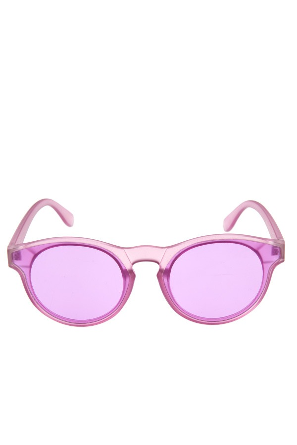 Color framed fashionable sunglasses