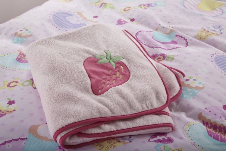 Cup Cake Fleece Throw, 150 x 120cm