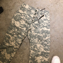 Load image into Gallery viewer, High Waisted Camo Pants