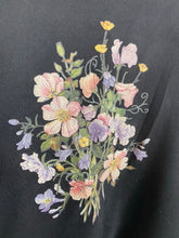 Load image into Gallery viewer, Vintage embroidered Flower crewneck