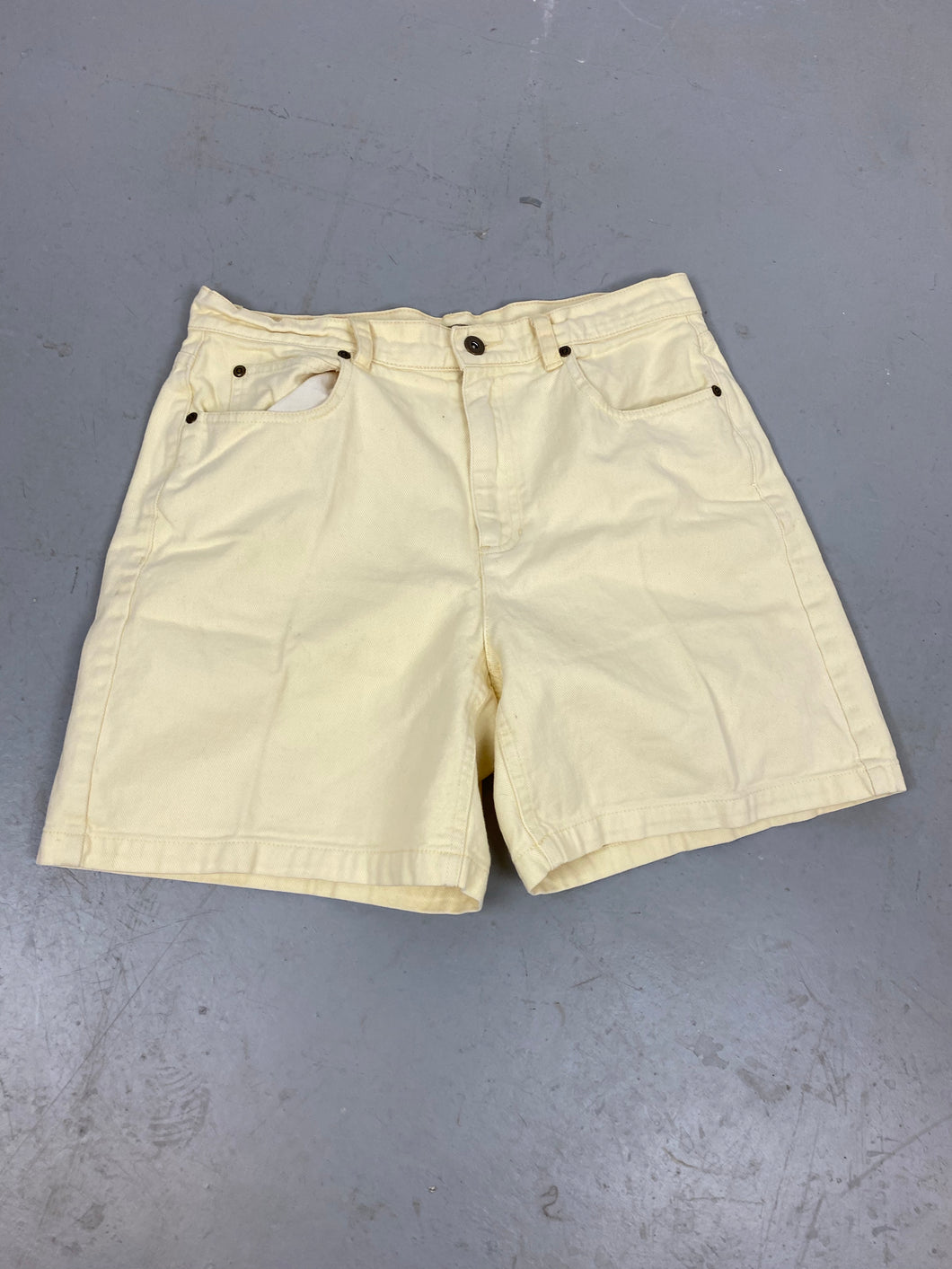 Vintage Creme high waisted shorts - 32in