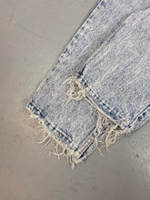 Load image into Gallery viewer, Distressed 90s Levi's