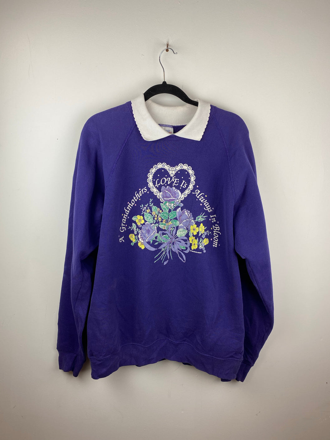 Vintage Grandmothers Love collared crewneck