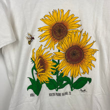 Load image into Gallery viewer, Single stitch daisy t shirt