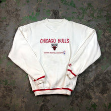 Load image into Gallery viewer, 90s embroidered Bulls Crewneck