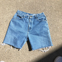 Load image into Gallery viewer, Vintage Light-wash Denim shorts