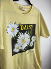 Load image into Gallery viewer, 90s Daisy t shirt