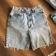 Load image into Gallery viewer, LL Bean High Waisted Shorts
