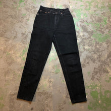 Load image into Gallery viewer, Black carrot fit 90s Levi's denim pants