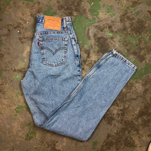 Load image into Gallery viewer, High waisted denim Levi's