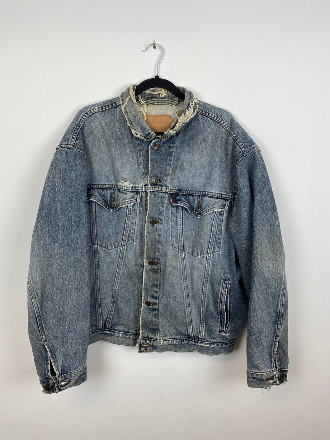 90s distressed Levi's denim jacket