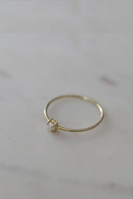 Sophie - Mini Pearl Ring, Gold