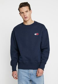 Tommy Jeans Badge Men Sweat Shirt