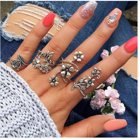 New Popular Women's Fashion Rings, 4 Sets Personality Ancient Silver Hollow Flower Rings Set Silver