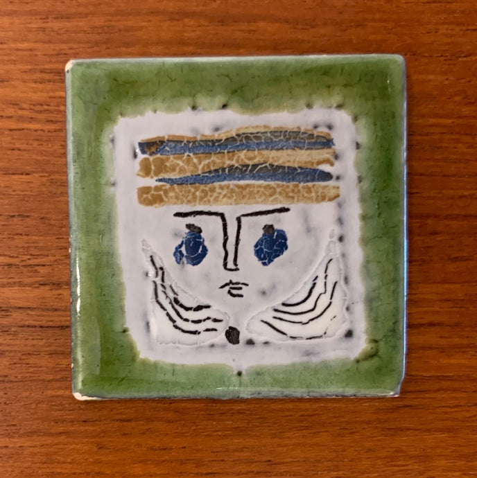 Small tile (Green face) by Roger Capron