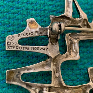 Abstract brooch in sterling silver by Else & Paul Hughes, Norway