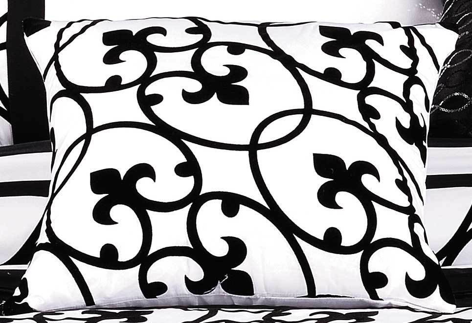 Lyde Black White Quilt Cover Set