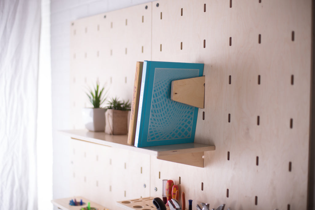 Shelf + Bookends