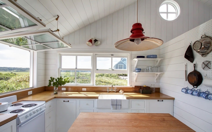 Kitchen of the Week: A Compact, Nautical Entertaining Kitchen on Cape Cod